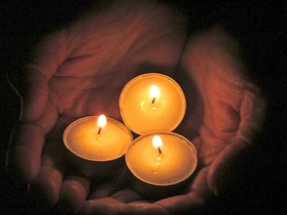 candles-in-hand